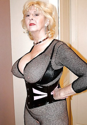 Mature in fishnet stockings porn pic